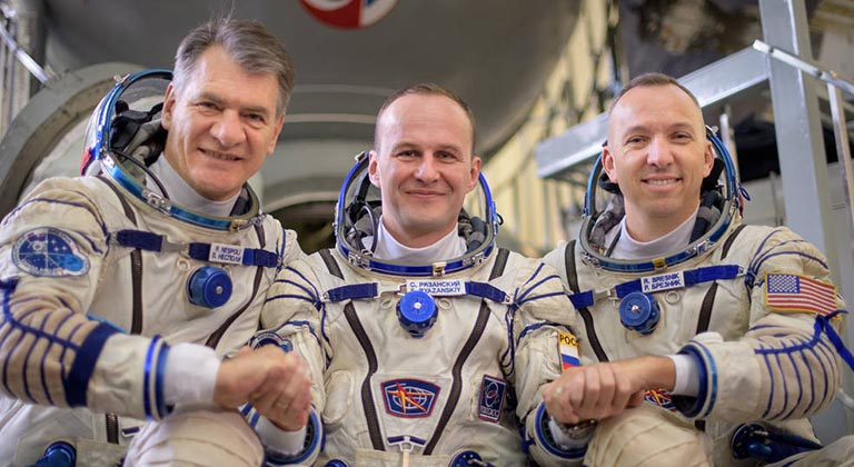 From left: Expedition 52-53 crewmembers Paolo Nespoli, IZ0JPA, of the European Space Agency (left), Sergey Ryazanskiy of the Russian Federal Space Agency (Roscosmos, centre) and Randy Bresnik of NASA (right). NASA photo by Bill Ingalls.